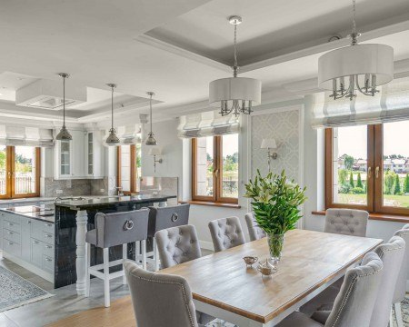Jasnobrązowe okna do salonu i kuchni vetrex