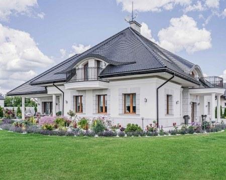 Brązowe okna vetrex - dom jednorodzinny