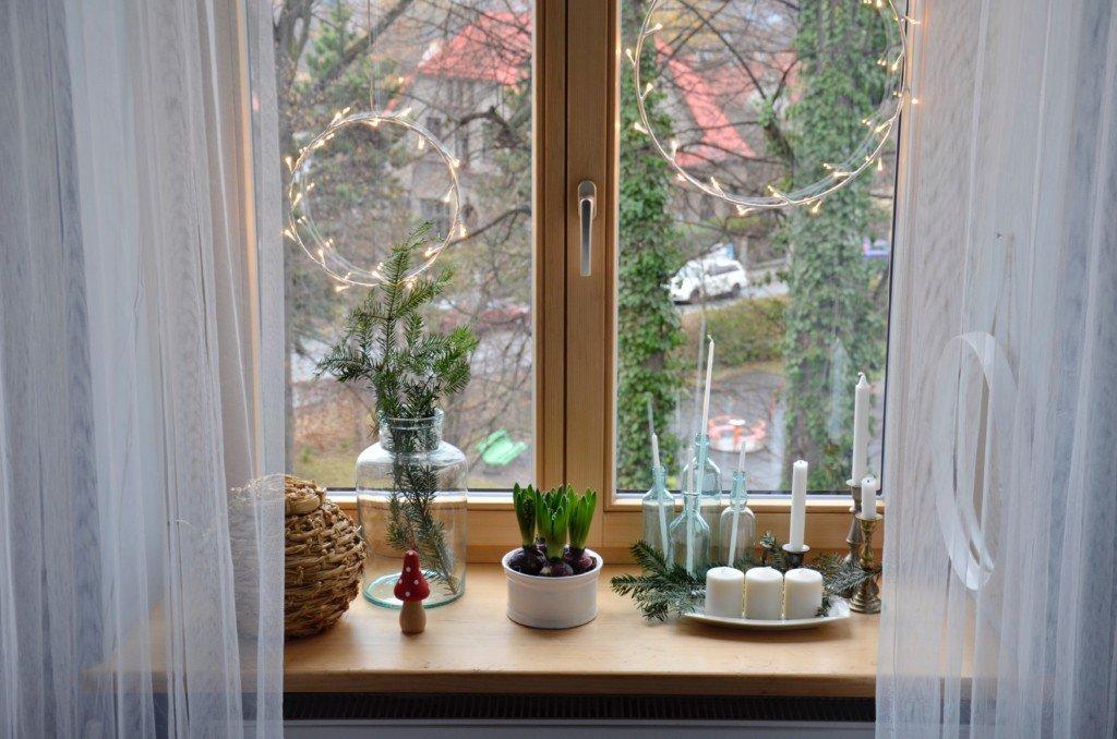 Jasnobrązowe okno
