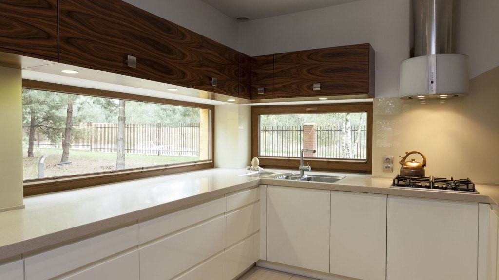 Kolorowe okna w kuchni